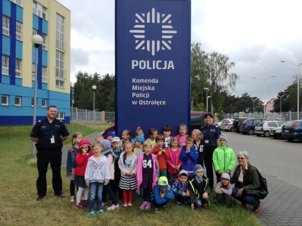 Biedronki z wizytą w Komendzie Miejskiej Policji w Ostrołęce