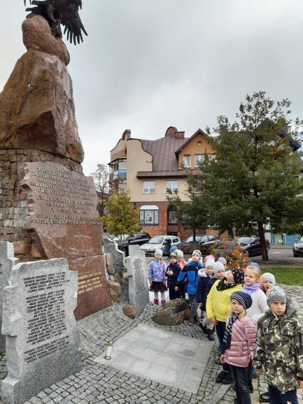 Nutki odwiedziły Miejsca Pamięci Narodowej